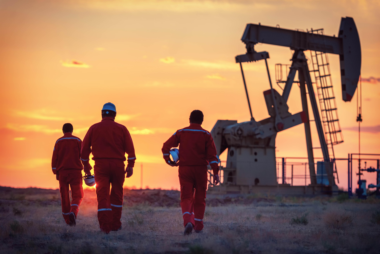 Oil Mixed, U.S. Crude Hits Highest Since 2019 as Refineries Restart